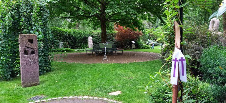 """Ohlsdorfer Jahreszeitenweg """"Sommer""""…mit allen Sinnen zum"""" Garten der Frauen"""""""